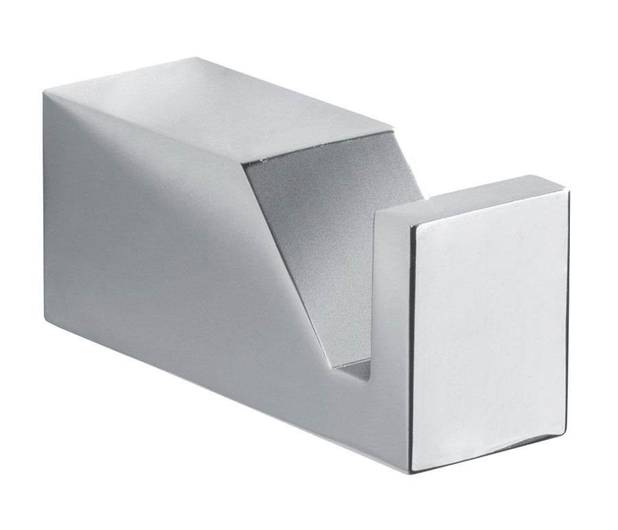 appendino-in-ottone-cromato-cube-carlo-iotti.jpg